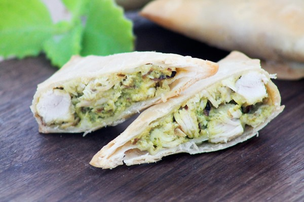 Picture of CHICKEN AND PESTO SAMBOSA (12 PCS)